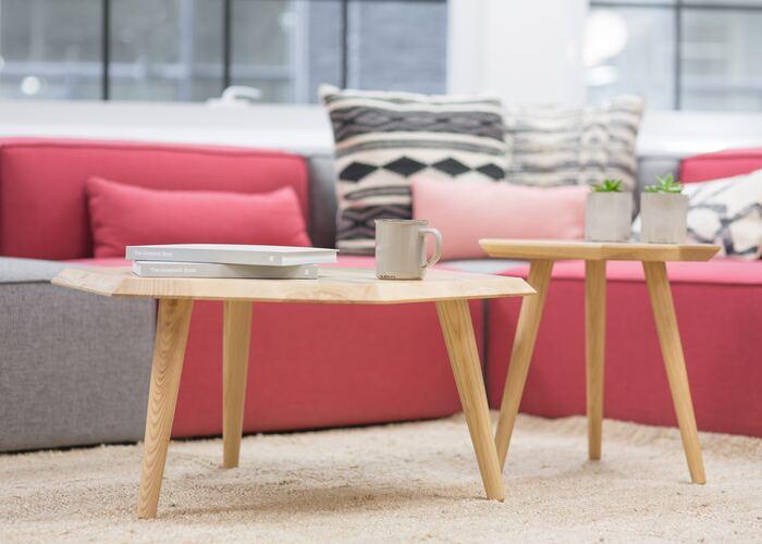 赤を基調とした少しだけポップなお部屋です。ひとつだけカラフルな色を多めに配分すると、より明るい雰囲気の室内に。