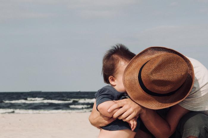 気持ちに余裕が持てなくて、いっぱいいっぱいになってしまわないように、頼れる人や場所、甘えられることはどんどん甘えてしまいましょう。ママの気持ちが一番大事。ママの気持ちは小さな赤ちゃんにも伝わります。 一人でがんばりすぎず、一人で悩みすぎずに、パパ、実家、親戚、友達に頼って、ちょっぴり時間を作ってもらったり、話を聞いてもらったり。子育て応援センターに出かけて、話を聞いてもらったりするだけでも、少し楽になれるかもしれません。