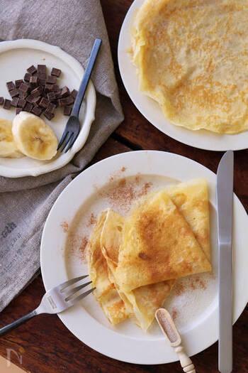 バターと粉糖やメープルシュガー、シナモンシュガーを散らしてシンプルにいただくのもオススメです。バナナやラズベリーなどお好みの果物との相性も抜群です。