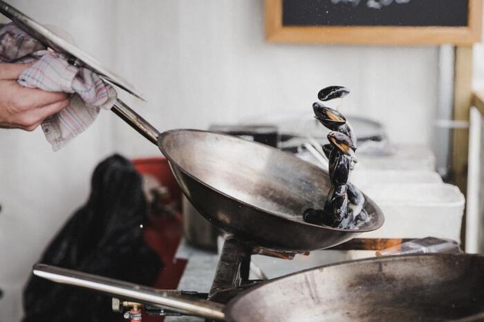 では、せっかく手をかけて作る家庭料理をもっとお店の味に近づける方法はないのでしょうか。限られた食費の中でできる工夫の仕方を見ていきましょう。