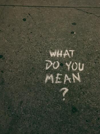 自分の悪口を言われていると知ったら、手をこまねいて見ていることはありません。何らかの方法で事態を良い方向へ変えようと努力するのも一つです。自分はこう思って行動している、それについて異論があるなら堂々と話してほしい、と伝えることで、誤解が解けるかもしれません。