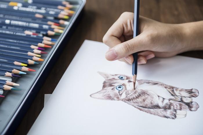 ふだん絵を書いたりしない方も、心のままに無心になって何か描いてみる夜もいいかもしれません。絵ではなくても、ただスゥーッと筆でキャンパスに色をのせて行くだけでも、心がリセットされますよ。