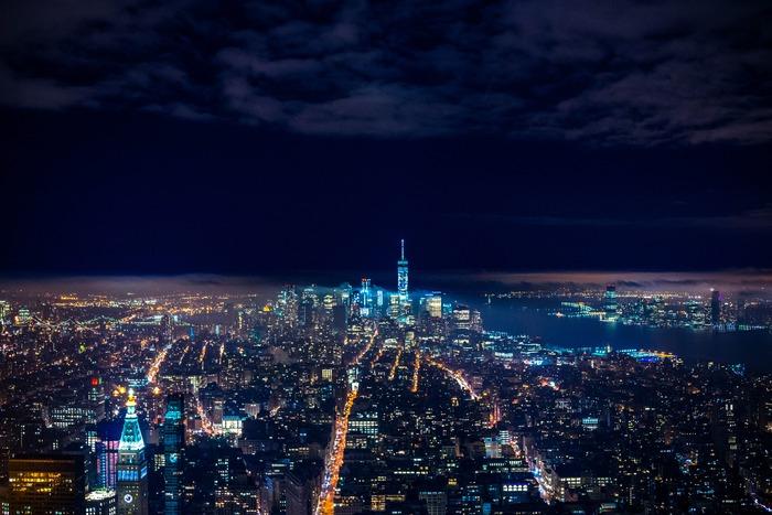 夜景のきれいに観られるスポットへ。夜が深まれば深まるほど、街の輝きは増してゆきます。ときには美しいと心から思える風景を目にして、自分自身を喜ばせてあげてください。