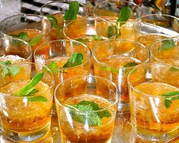 ストレートで味わうには、ちょっぴりハードルの高いウイスキー。カクテルにして飲むことで、飲みやすく幅広い味わいを楽しむことが出来るんです。