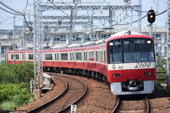 品川駅より横浜などを通過して三崎まで一本で行ける電車は京急です。京急以外にも、横須賀線久里浜駅より徒歩で京急久里浜駅まで歩き三崎口や三浦海岸まで行くことができます。
