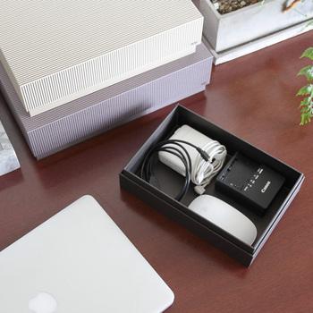 コードやマウス、USBなど、パソコン関連の道具も、まとめられると便利ですよね。きれいに収納されていると、机の上がスッキリするので、他の作業もしやすくなります。外出するときは、お道具箱ごと持って行けば、忘れ物の心配もありません。