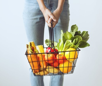 ニンジンやジャガイモなど、日持ちする野菜があっても、もう一品作るために何かを買い足さなきゃとスーパーへ足を運ぶと結局アレヤコレヤと購入してしまい無駄な出費が増えてしまいます。