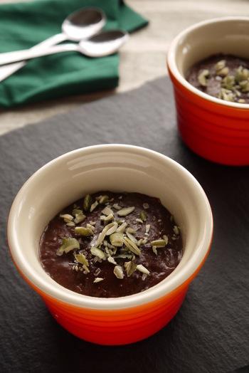 里芋のクリームを使っているベジスイーツです。岩塩とチョコレートの甘さがマッチ。ナッツものせて食感も楽しめるようにしたレシピです。