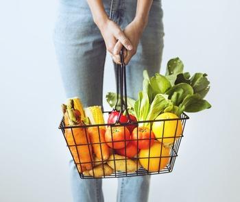 でも、毎食に時間をかけて調理することばかりが健康のことを考えた「手料理」というわけではありません。食材を買ってくることから、作り置きまでライフスタイルに合う方法がありそうです。