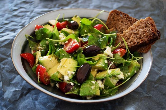 """寒い冬には、どうもグリーンサラダなどの生野菜は冷たくて食べにくいですよね。今回は、身体を温めてくれる""""温野菜""""に注目して、蒸し野菜や焼き野菜のレシピを探してみました。冬もたくさん野菜を食べて、健康を保ちましょう。"""