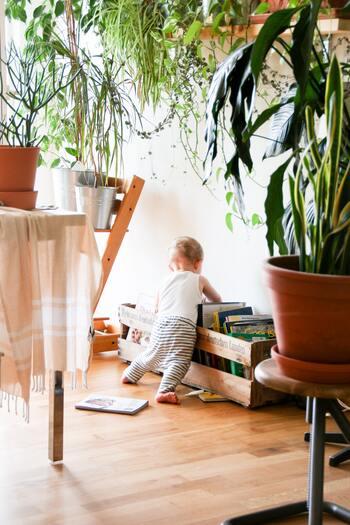 赤ちゃんやお子さんに使う際には、目や口などの粘膜を避けてスプレーします。また、初めて使う場合は、ハッカ油を少なめの濃度にして作りましょう。虫への忌避効果は、香りが薄れたころに効果も弱まるので、香りが弱くなったと感じたらこまめにスプレーしてあげましょう。