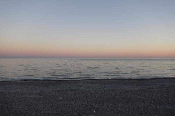 日没後、ほんの数十分の間だけ見ることのできる「マジックアワー」。忙しい毎日を過ごしているからこそ、この美しい一瞬だけは足を止めて空を見つめてみませんか?