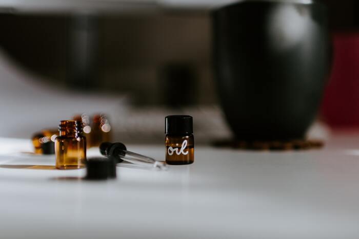 ハッカの香りが苦手…そんな時には「ゼラニウム」のアロマオイルを混ぜて使いましょう。ゼラニウムもハッカ油と同じく、虫よけの効果があるうえ、ハッカ油の香りを和らげてくれるのでおすすめです。