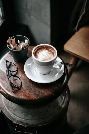 手軽にフレーバーコーヒーを楽しみたいなら、「インスタント」タイプがおすすめ。お湯に溶かすだけで、さっと美味しいコーヒーを飲むことができます♪携帯しやすいので、ランチタイムや旅行先などでちょっと一息つきたいときにも◎