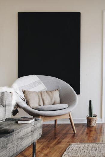 クッションやソファーに虫よけスプレーをかけておくことで防虫対策にGOOD。防虫のほかにも、お部屋の除菌やリラックス効果にも期待できそうです。香りが薄くなったと感じたら、こまめにスプレーしましょう。