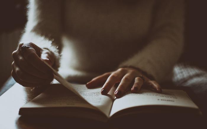 大人のための読書の秋。知識や教養を増やしたい人向けおすすめブックリスト7選