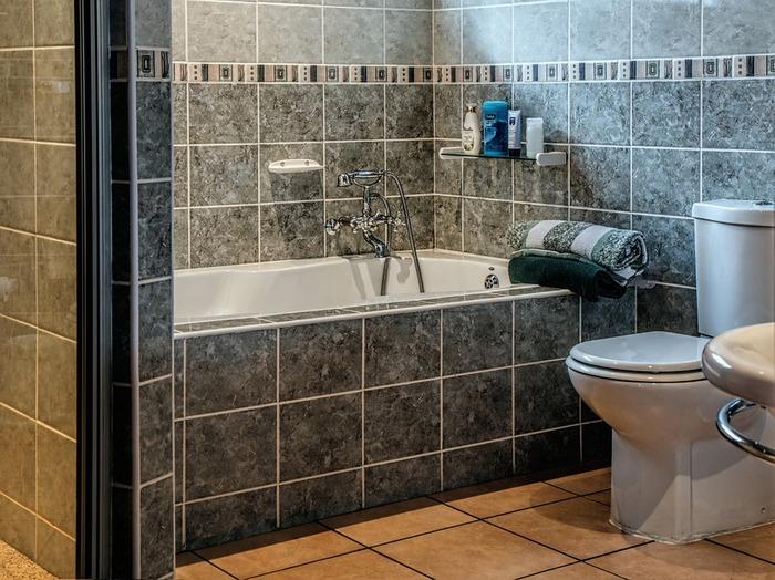 「どうせシャワーを浴びるだけだし」なんてもったいないことは言わず、ユニットバスでも快適なバスタイムを楽しんでみませんか?そこで今回は、ユニットバスを快適に、おしゃれに、そして清潔に使いこなすアイデアをご紹介したいと思います!