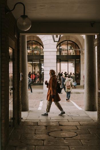 よく知ったつもりの街でも歩いたことのない道がたくさんありますよね。曲がったことのない道で曲がれば、新しいお店に出会えるかもしれません。