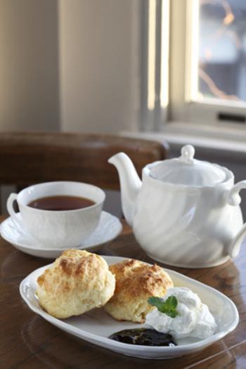 哲学の道から一本入ったところにあるこちらのカフェ、ゴスペルはレトロな雰囲気がお洒落な洋館カフェです。ボリュームのあるスコーンと香り高い紅茶が人気で、美味しいスイーツ目当てのリピーターも多い有名店です。心地よいリラックスティータイムを味わえます。