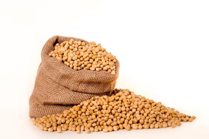 米麹と大豆、そして塩で作られる味噌は、発酵させることにより、たくさんのアミノ酸やビタミンを豊富に含み「味噌は医者いらず」なんて言われている発酵食品の1つでもあります。
