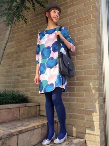 大胆な柄のテキスタイルは、衣服や小物に使う人も多いのではないでしょうか? 明るい色合いで、着ているだけで気分も上がります♪