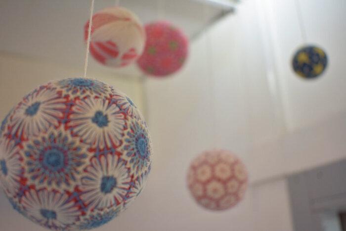 手毬の刺繍など、日本では古くから刺繍が身近にありました。