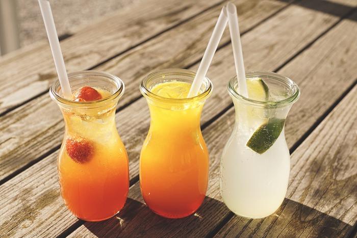興味がわいてきたら、さっそく果実酢を作ってみましょう。果実酢をつくる際、用意するものは4つだけです。基本の果実酢の作り方をマスターしたら、ハーブ酢にも応用できます♪