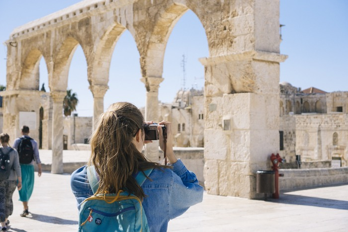 海外旅行が好きという人の中にも、社会人留学に参加する人がいます。旅行と違って、生活の違いを肌で感じられるので、また違った魅力を感じることができます。