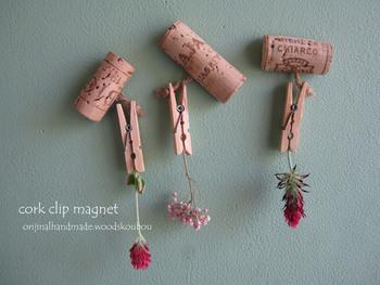 コルク栓は、ボード以外にも活用したくなるようなナチュラルな質感が魅力ですね。コルク栓の下に磁石を貼り付ければ、おしゃれなマグネットに変身!