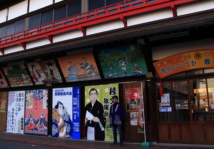 松本白鸚(旧・松本幸四郎)、松本幸四郎(旧・市川染五郎)、香川照之(市川中車)、片岡愛之助、中村獅童、市川海老蔵、市川右團次などなど、ドラマや映画でイケメン俳優として活躍されている方も多い歌舞伎の世界。あの役者さんが出ているなら、歌舞伎を見てみたいかも♪と、思う方も多いことでしょう。