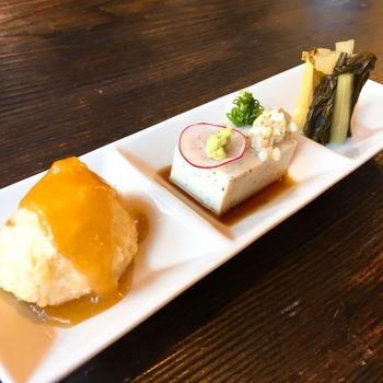 お蕎麦が茹で上がるまでちょっとつまみたい時は「秩父名選3点盛り」がおすすめ。味噌ポテトとしゃくし菜漬け、蕎麦豆腐の秩父名物が少しずついただけますよ。