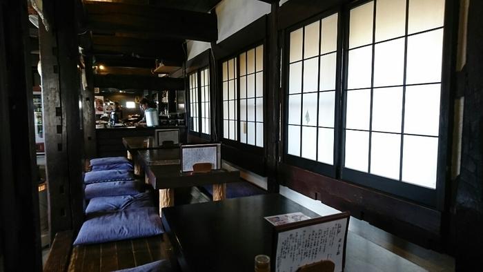西武秩父駅から車で5分の「ちんばた」は、秩父錦の酒蔵を移築した建物で、使い込まれた床板や柱に趣きを感じます。