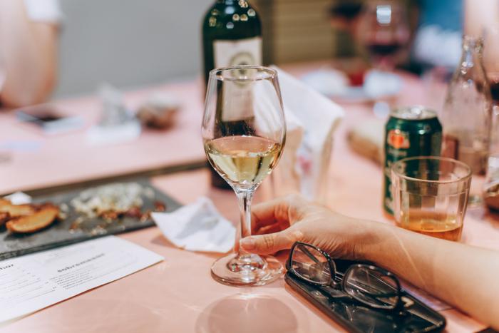 アルコール類も、ワインを始めジンや焼酎、ウイスキーなど蒸留酒と呼ばれているものならOKです。その代わりに、ビールや日本酒、甘〜いカクテル類はNGですよ。