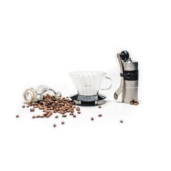 """カフェには欠かせないコーヒーを淹れるアイテム""""コーヒーミル&ドリッパー""""。"""