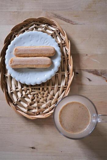 こちらは麦茶で作るほっこり甘いチャイティー。麦茶だからもちろんノンカフェイン◎ショウガは生のものをすりおろして使いましょう。夏のクーラーで冷えてしまった体を温めたいときにもおすすめ♪