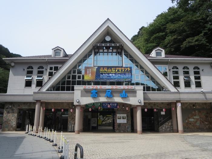 京王高尾線の高尾山口駅からすぐのところにある「高尾山」は、年間の観光客数300万人という都内屈指のハイキングスポットです。