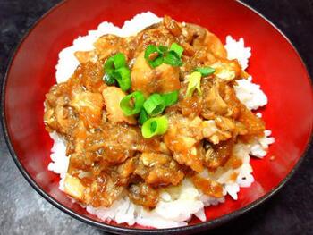 魚の中でも濃厚なうまみを持つブリを使って、魯米飯風に。コクのあるブリは、濃い目の味つけにも負けません。ヘルシー志向の方にもおすすめの一品です。
