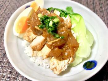 鶏むね肉を使えば、低カロリーでさっぱり。しかも、栄養満点で食べ応えもありますね。あっさり味もいいけれど、たまには濃い目の味でスパイスもしっかりきかせ、がっつりいただくのもいいですね。
