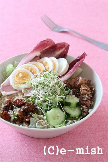 こちらは、キヌアとドライフルーツにゆで卵を加えたブッダボウルです。食物繊維、たんぱく質、ビタミン、ミネラルなどが一杯でバランスよく補えます。スプライトのユニークな食感も楽しい。
