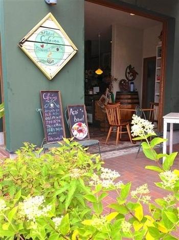 ナチュラルな雰囲気がかわいいお店。アサイーボウルを日本に初めて伝えたのは、こちらのオーナーだと言われています。