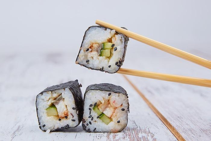おにぎりやお寿司に欠かせない海苔ですが、意識しないと料理に取り入れる機会はあまり多くないもの。しかし海苔は、ご飯はもちろん、野菜やお肉、チーズやパンといったさまざまな食材と相性が良いです。ぜひレパートリーを増やして、献立に取り入れましょう!