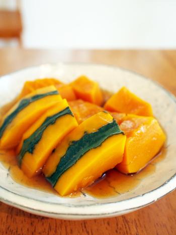 「かぼちゃの旨煮」は、かぼちゃそのものの味を生かしたホクホクおいしいレシピ。血流アップが期待できるビタミンEと皮膚を丈夫にすると言われているβカロテンが豊富に含まれています。