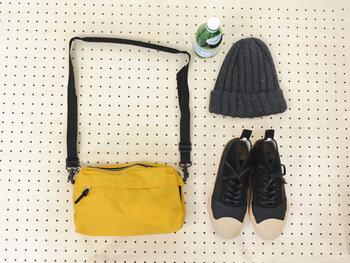 シンプルなデザインで長く愛される製品作りを大切にしている「STANDARD SUPPLY(スタンダードサプライ)」のショルダーバッグ。