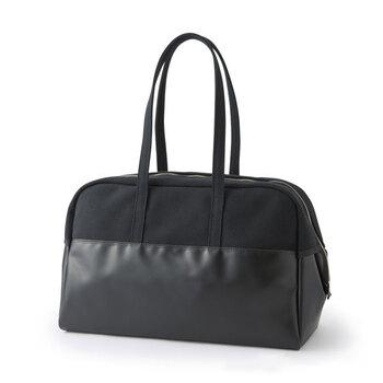 「中川政七商店」のこちらのボストンバックは、アメリカの名門大学の学生クラブバッグを元にデザインされました。2~3泊の旅行や出張にもぴったりの、約16L収納できます。バックの上部までマチがあり、荷物の出し入れにも便利ですよ。