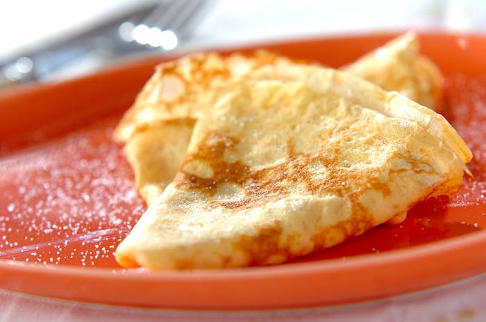 アツアツ出来立てのパンケーキに、シンプルにグラニュー糖をふりかけていただきます。生地のモチモチの食感を堪能できるおすすめレシピですよ。