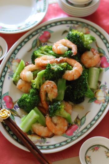 素材のおいしさを楽しめる「ブロッコリーと海老のとろみ炒め」。血糖値を適正値に下げる働きがあると言われるタウリンが含まれている、海老。ブロッコリーには、ビタミンCの他に脂肪を燃焼する役割があるクロムも含まれていますよ。