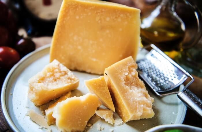 完成後に何かが足りないと思った時の救済策は「チーズ投入」です! おすすめは、パルメザン、クリームチーズ、カマンベール、マスカルポーネ。ピザ用チーズを振りかけてグラタンのようにオーブンで焼いてもいいですね。