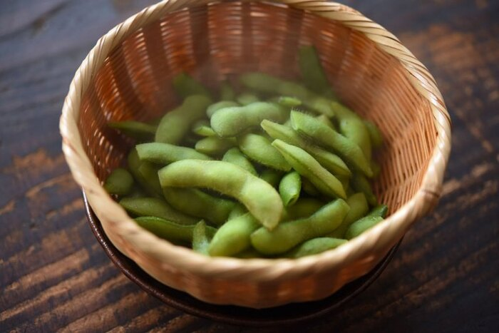 手軽に食べやすい「枝豆」もビタミンB1が豊富で、他にも免疫力アップが期待できるビタミンAや、紫外線対策に嬉しいビタミンCもたくさん含まれています。また良質なタンパク質やミネラル類もバランス良く摂取できるので、夏には嬉しい食材です。