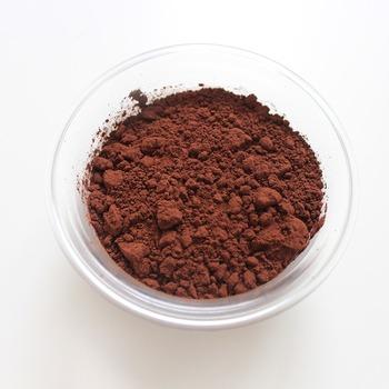 疲れている時は味の強いチョコレートが欲しくなりますが、夏場には少し重く感じる事も…。ココアはチョコレートより油脂の量が少なく、無糖の場合は砂糖の量も自分で調節できるので、チョコレートよりもライトにカカオの風味を楽しむ事ができます。