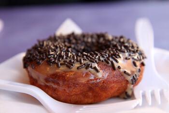 グリルでドーナッツを焼いてみると、意外と美味しいんですよ。チョコレートも一緒に溶かして、皆で楽しんでみて下さい♪